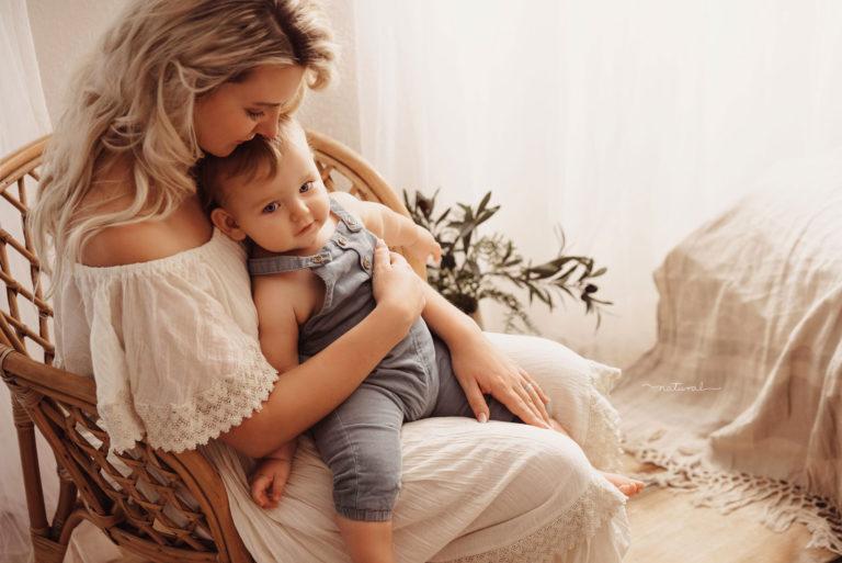 babybelly-natural-mutter-kind-bilder-im-boho-stil-romantisch-mit-mama-kleidern-und-baby-outfits